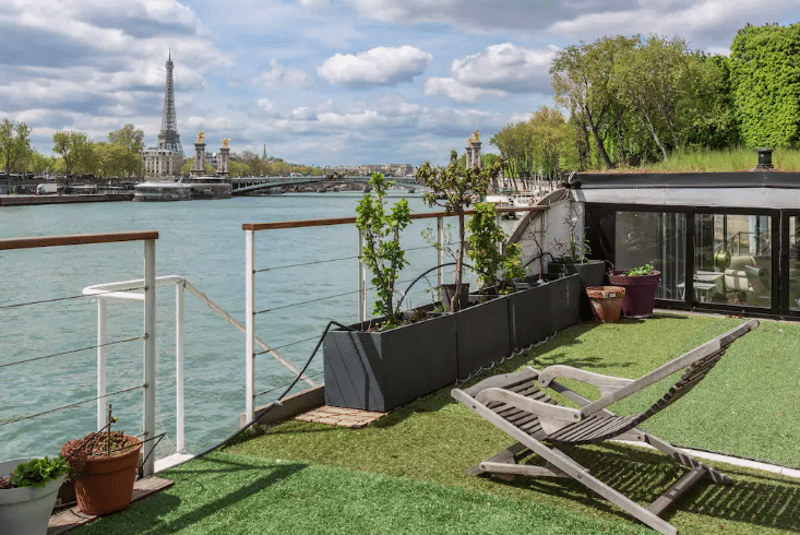 Romantic AirBNBs in Paris - Houseboat in Paris
